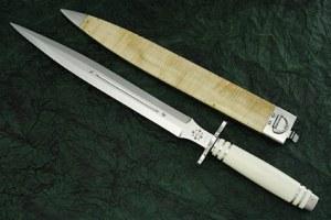 Una spada corta in quattro? ma non sarà troppo?