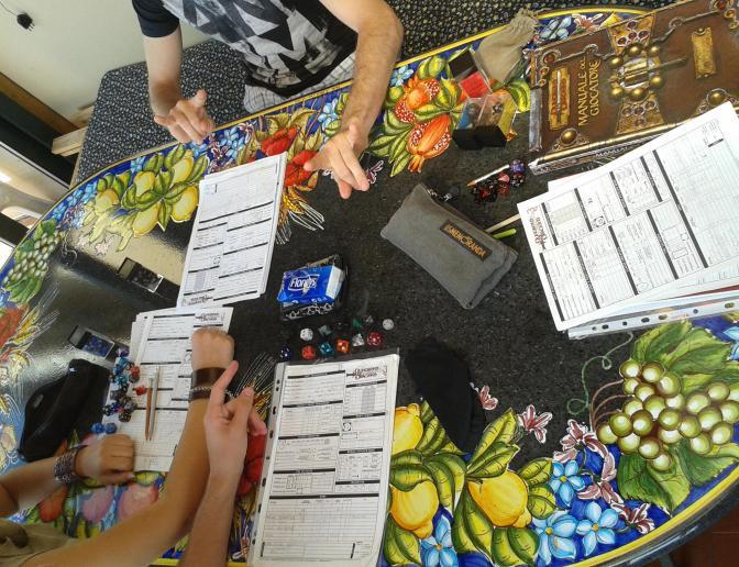 Tavolo da D&D e braccia